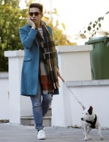 Spotted out and about, walking his dog in London on October 29th, British television personality Nick Grimshaw was quite the fall vision. Finishing a simple jeans and t-shirt look with an autumnal hued print scarf and Richard Nicoll 'Crombie' coat in turquoise, Grimshaw was an inspiring sight to take in.