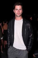 Last night, Alexander Wang and H&M celebrated its upcoming collaboration. Top model Sean O'Pry didn't hit the catwalk for the evening, but he was front row and ready to impress nevertheless. For the special occasion, Sean kept it cool in a leather bomber jacket paired with a simple white knit, gray joggers, brown leather boots and hiking socks.