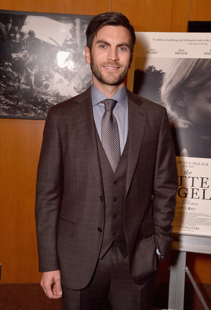 Cleaning up in a three-piece suit, actor Wes Bentley was easily the sharp gentleman at the Los Angeles premiere of 'The Better Angels' on October 27th. Bentley wore a three-piece windowpane suit with a micro print tie and gray dress shirt.