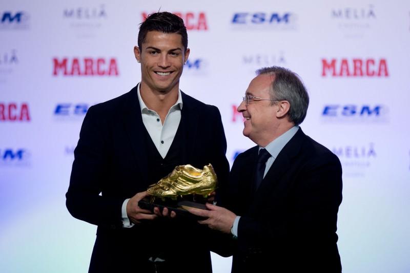 Cristiano Ronaldo receives his Golden Boot award from Real Madrid CF president Florentino Perez.