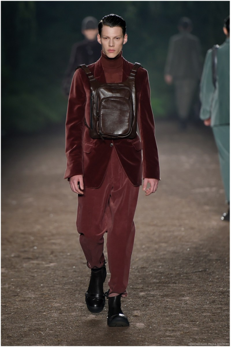 Ermenegildo Zegna Couture Fall-Winter 2015 Menswear Collection. Velvet and corduroy contributed to the ideal marriage of fabrics as Ermengildo Zegna Couture creative director Stefano Pilati presented his latest design efforts. Dressed in rich, autumnal tones, Pilati's take on corduroy staples were simply luxurious.