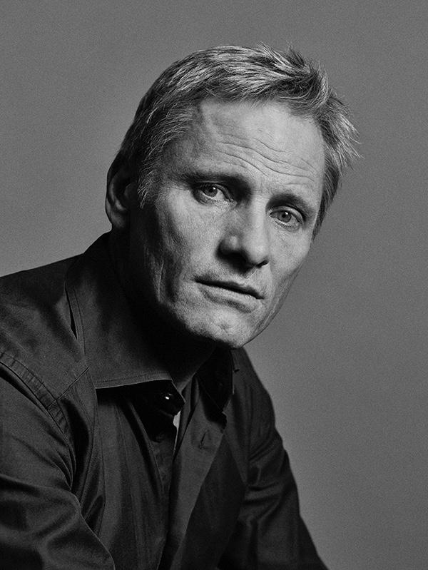 ELENCO - monte o casting dos próximos filmes! - Página 2 Viggo-Mortensen-Clash-2015-Photo-Shoot-002