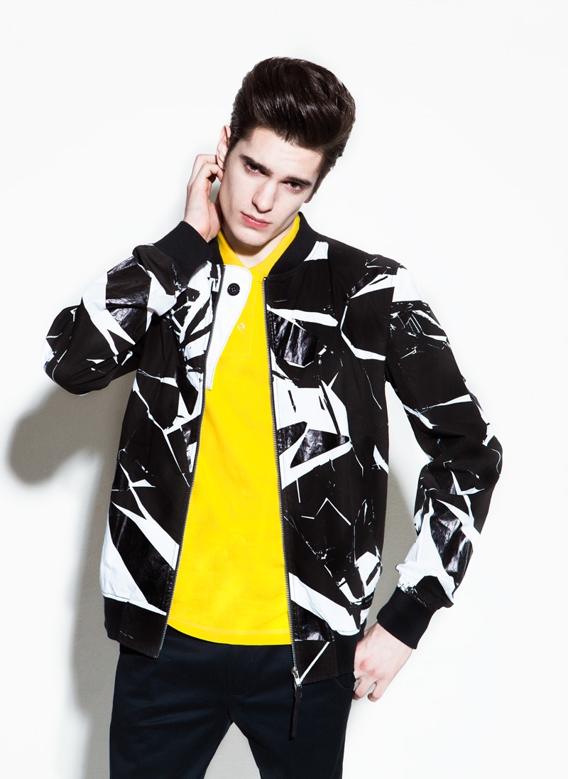 Daniel wears bomber jacket Religion, t-shirt Fred Perry and pants Dockers.