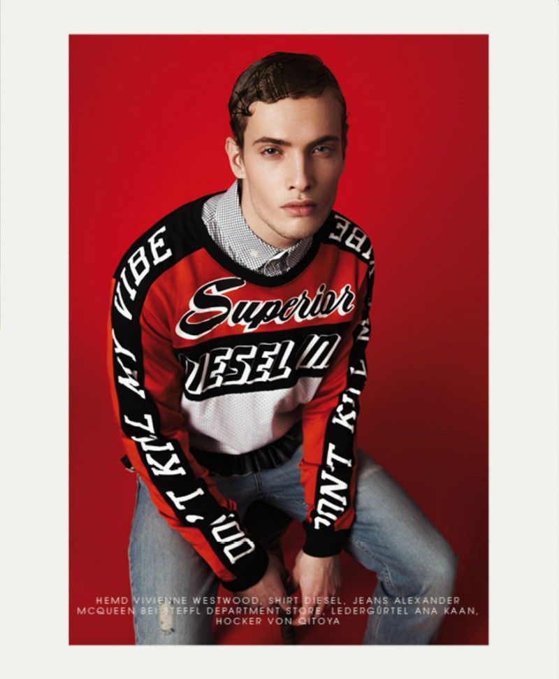 Simon gets sporty in a racing-inspired top.
