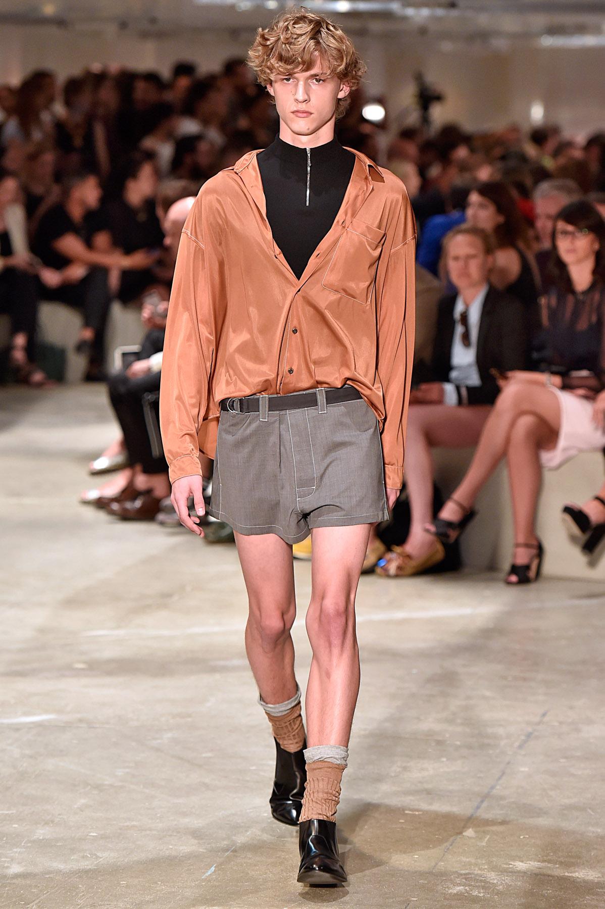 prada spring summer 2016 menswear collection milan fashion week the fashionisto. Black Bedroom Furniture Sets. Home Design Ideas