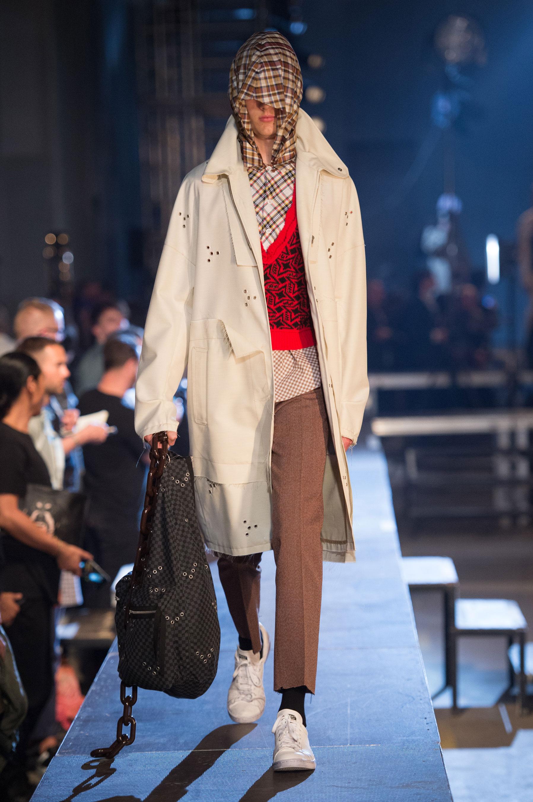 Raf Simons Spring/Summer 2016 Menswear Collection | Paris Fashion Week