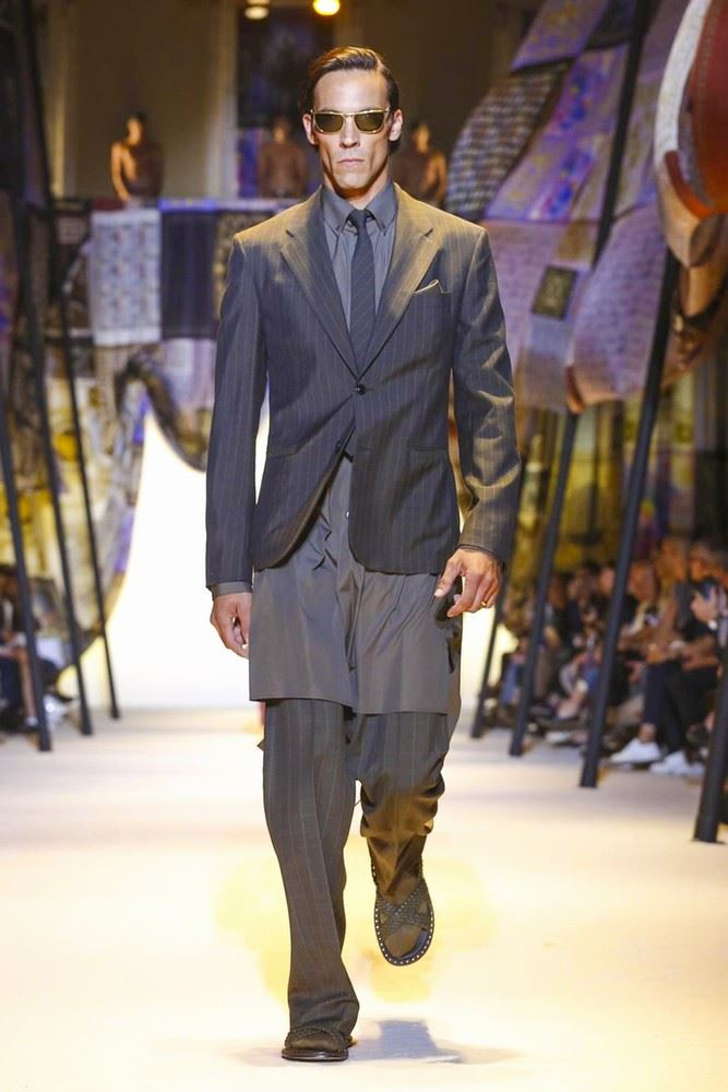 Versace Spring/Summer 2016 Menswear Collection | Milan Fashion Week