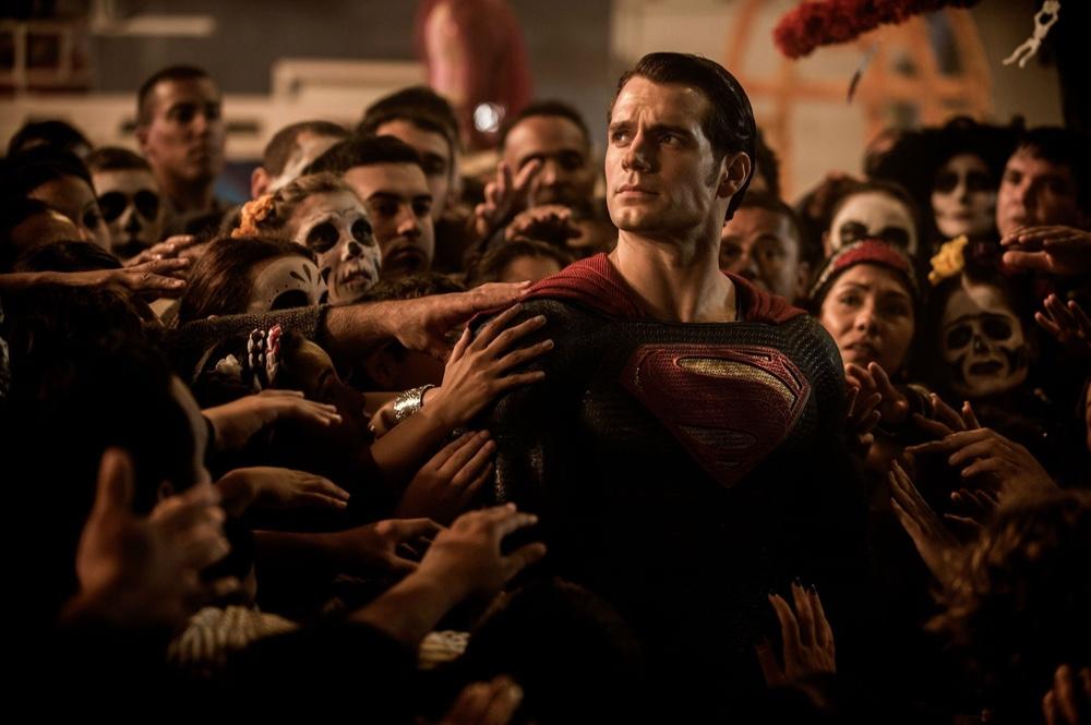 'Batman v Superman: Dawn of Justice' Trailer + Movie Stills