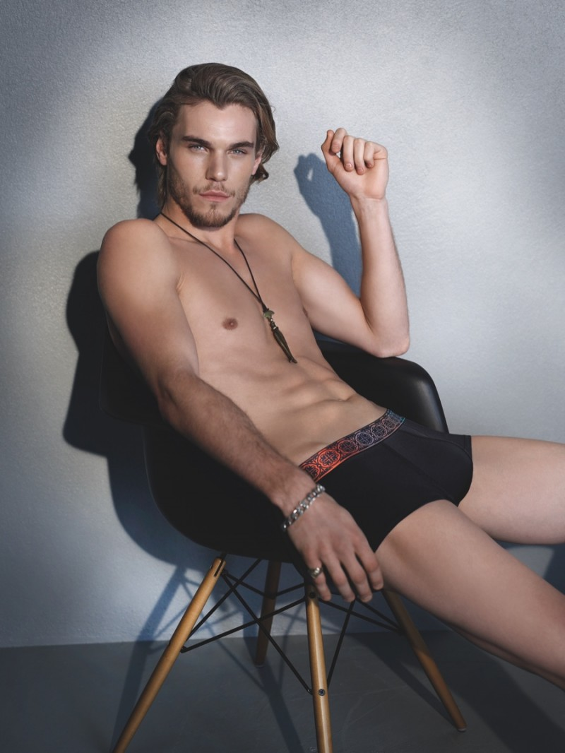 Pete Bolton plays it cool for HOT Impetus fall-winter 2015.