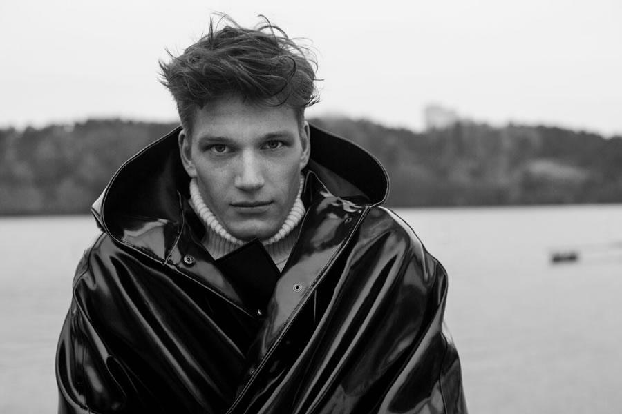 Stutterheim Raincoats Fall Winter 2015 Florian Van Bael 004