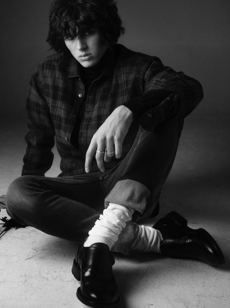 Joseph wears turtleneck Hugo Boss, socks eger, shoes Hope, rings All Blues, shirt and jeans BLK DNM.