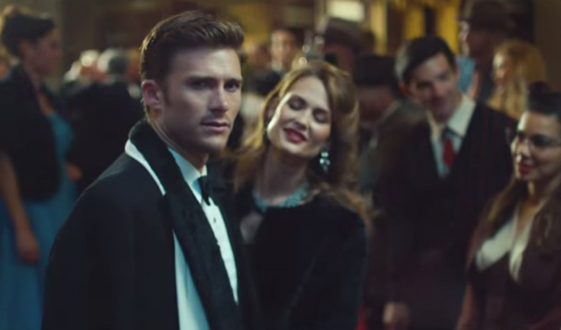 Scott Eastwood dresses up for a Hollywood movie premiere.