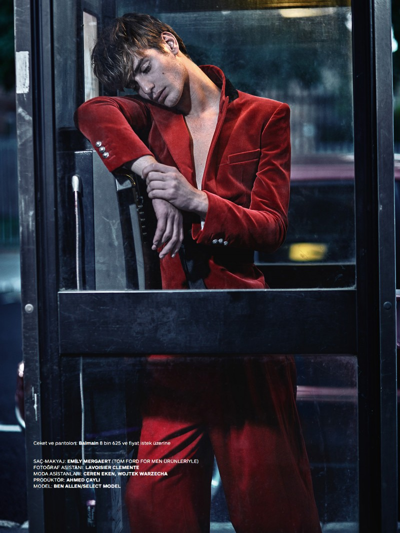 Ben wears a red suiting number from Balmain.