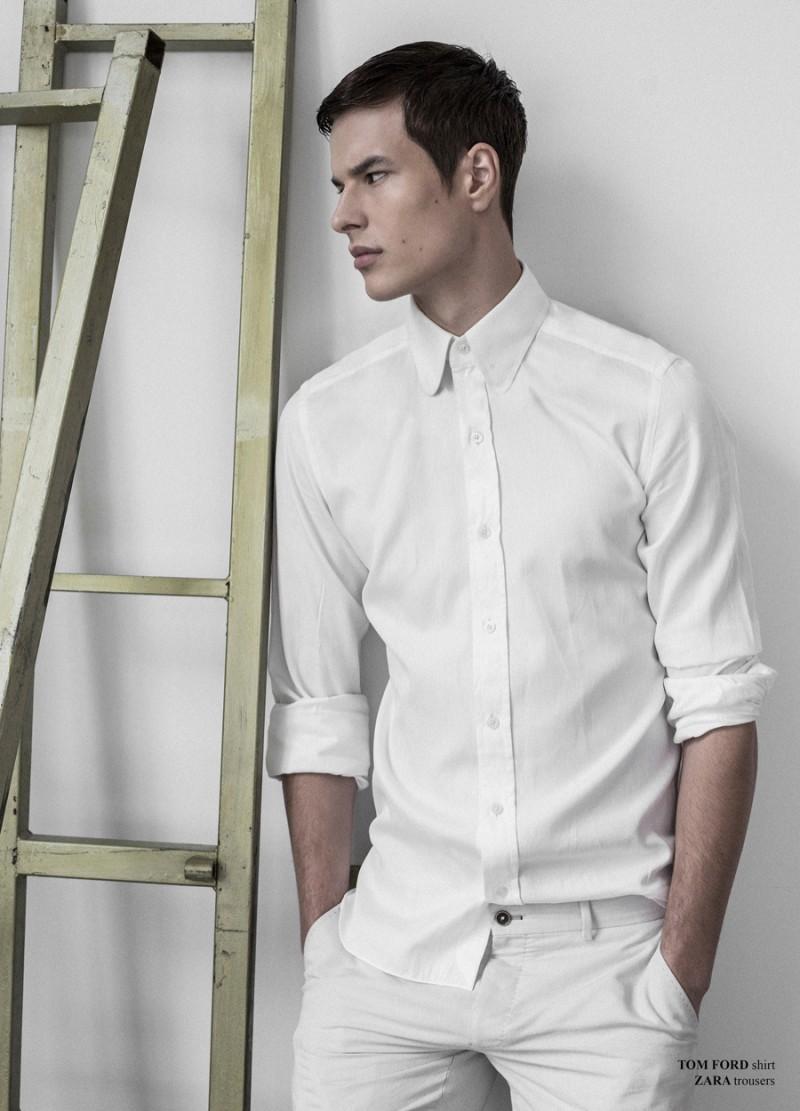 Filip wears shirt Tom Ford and trousers Zara.