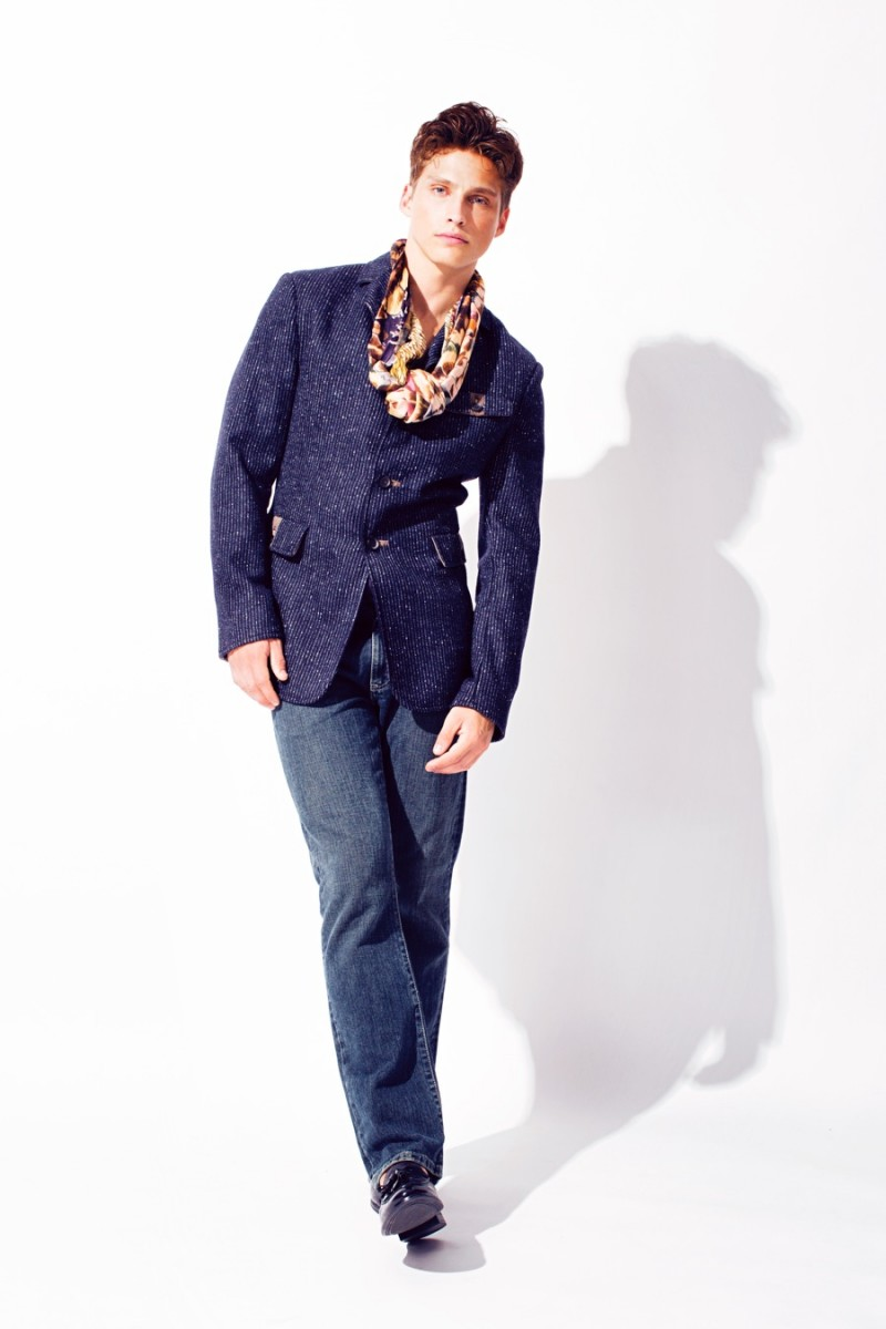 Phil wears jacket Robert Comstack, jeans Eddie Bauer, shoes Zara and scarf Shovava.