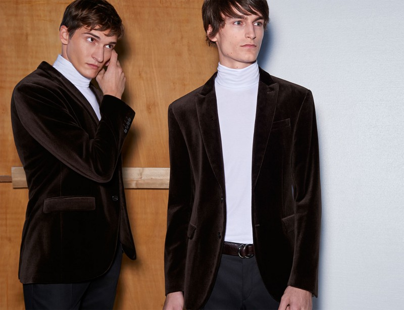 The velvet jacket makes a stunning appearance, paired with a turtleneck.