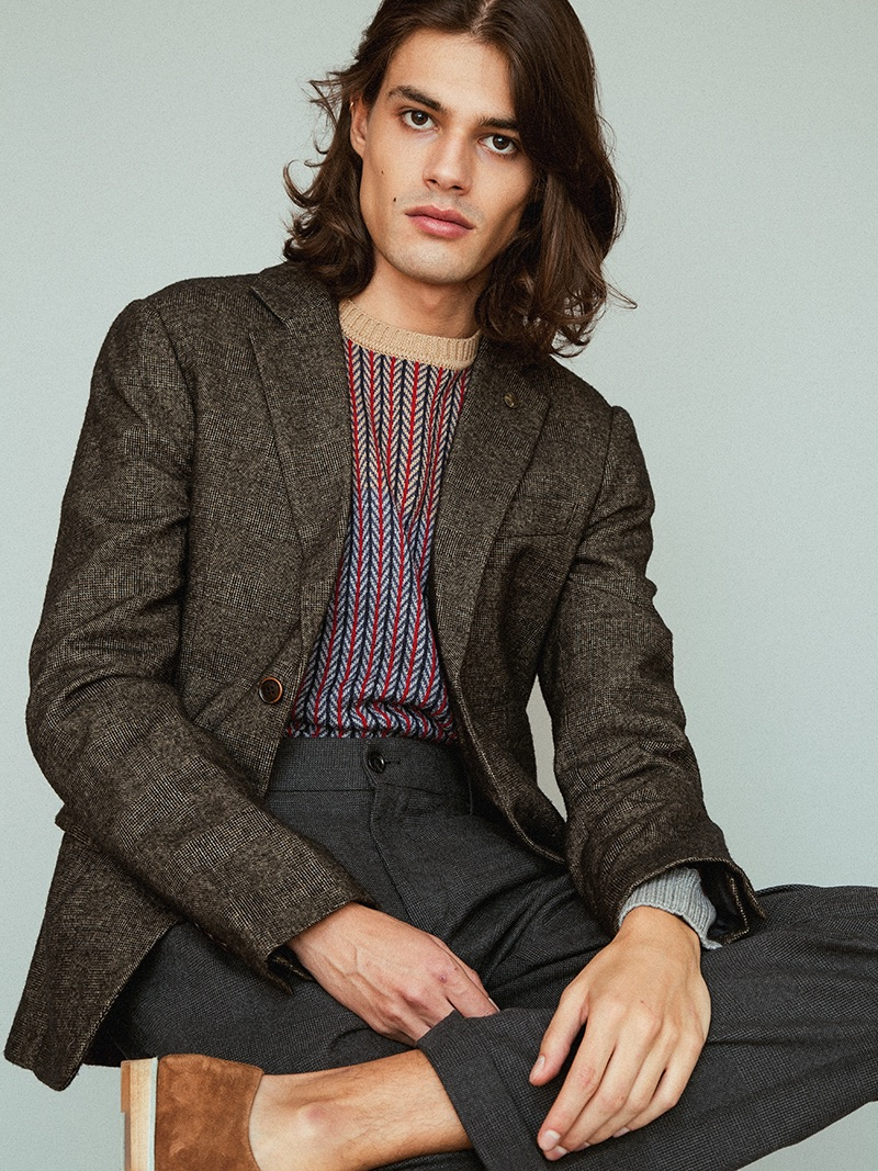 Álvaro wears all clothes Trussardi and shoes Monge.