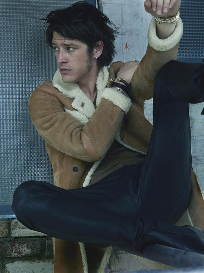 Vinnie Woolston dons a shearling jacket and skinny jeans for L'Express Styles.