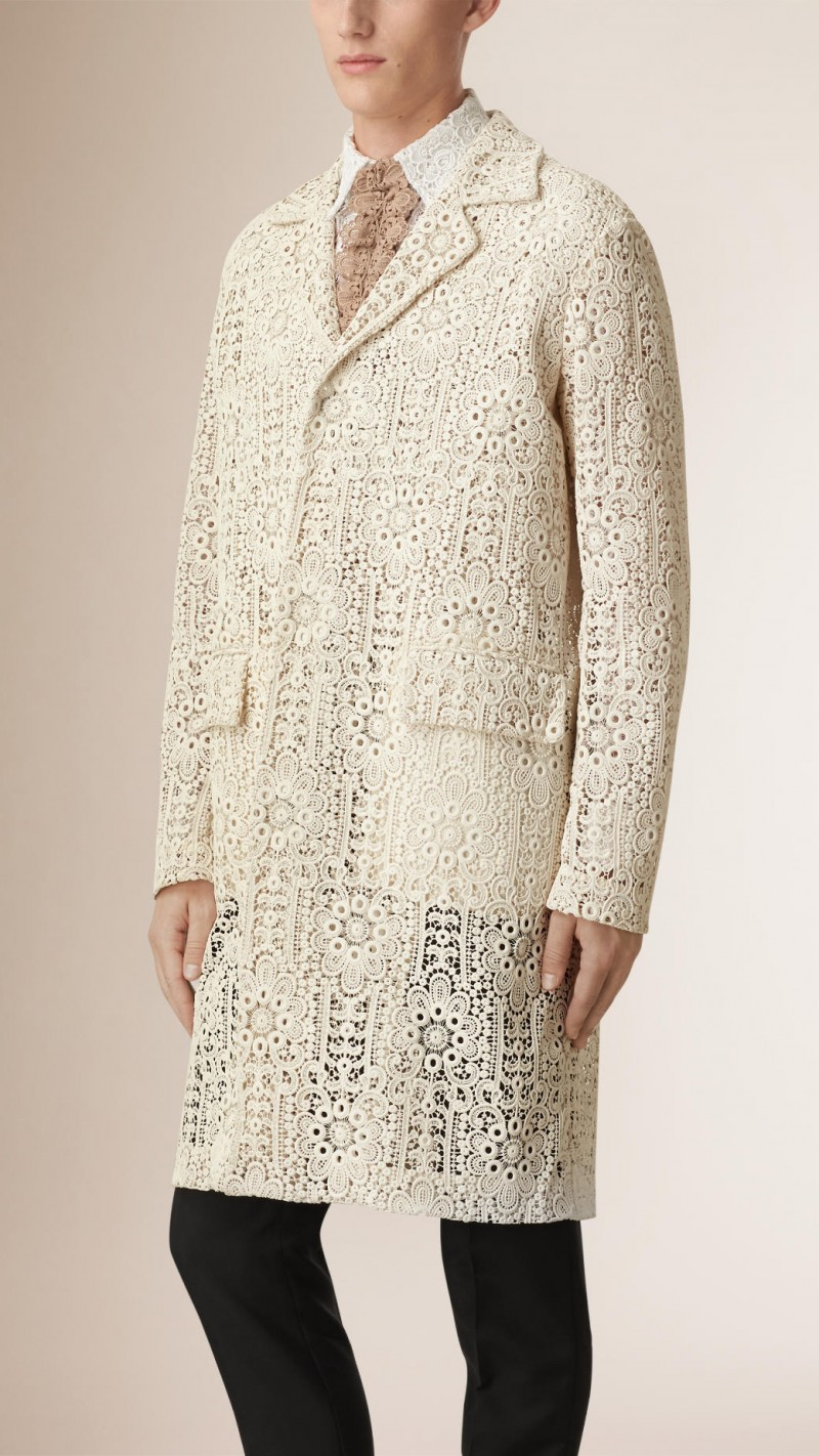 Burberry makes a daring style proposal with its Italian lace coat.