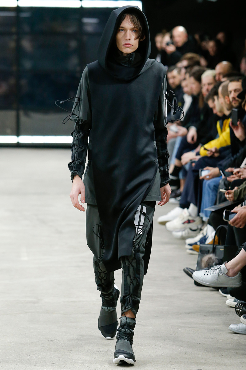 Y-3 layers black on black for with an urban appeal for its fall-winter 2016 collection.