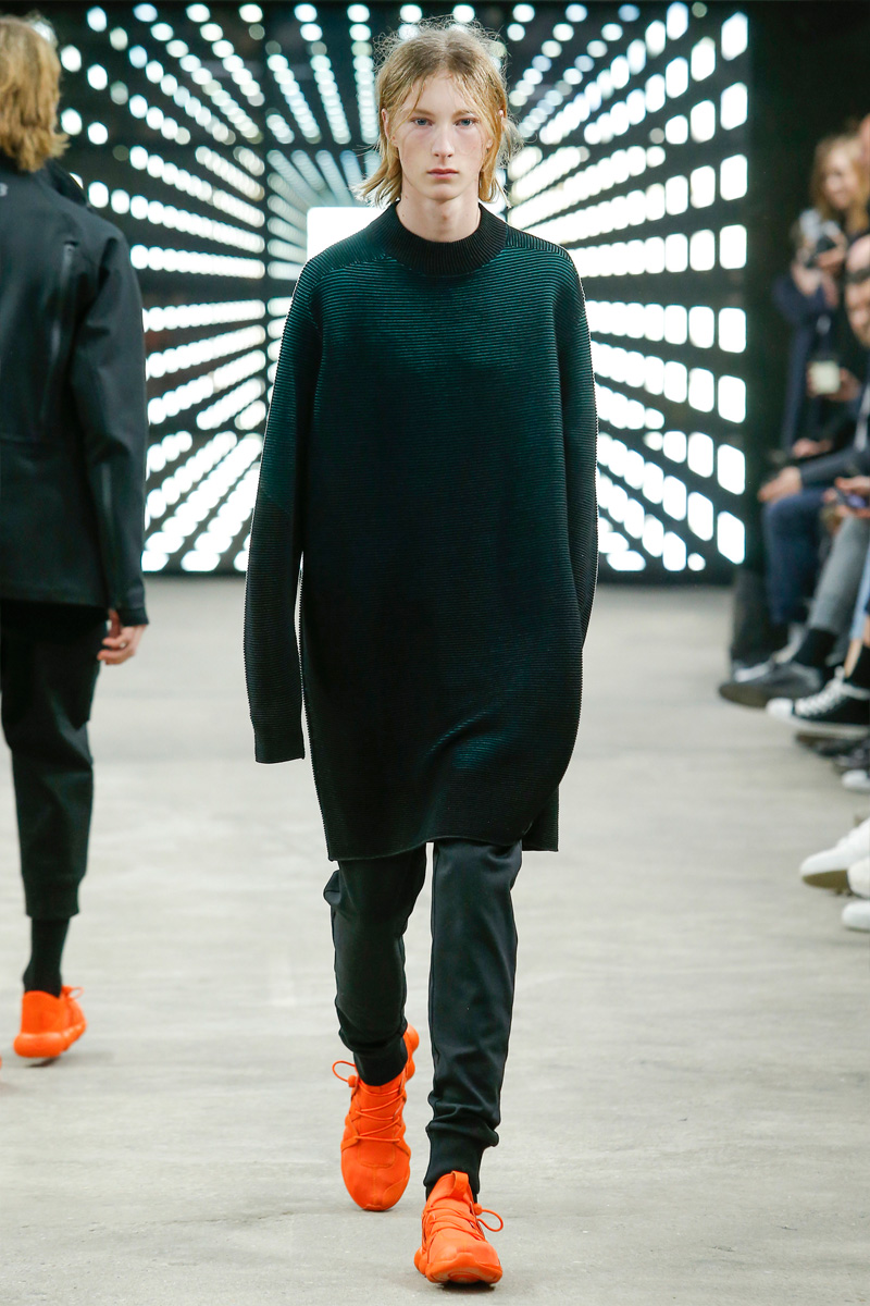 Y-3 tackles sporty minimalism with elongated shapes for its fall-winter 2016 collection.