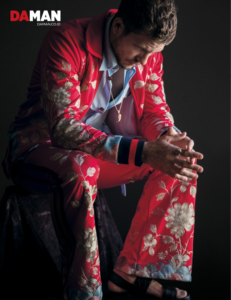 Posing for DA MAN, Adam Senn dons a floral print look from Gucci's spring-summer 2016 collection.