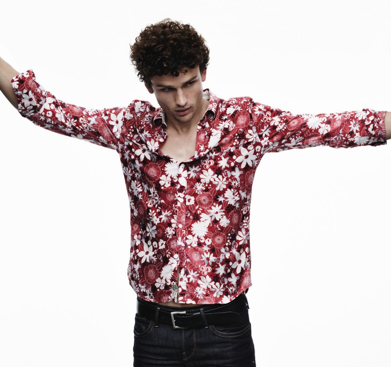 Simon Nessman wears a red floral print shirt for Pepe Jeans' spring-summer 2016 campaign.