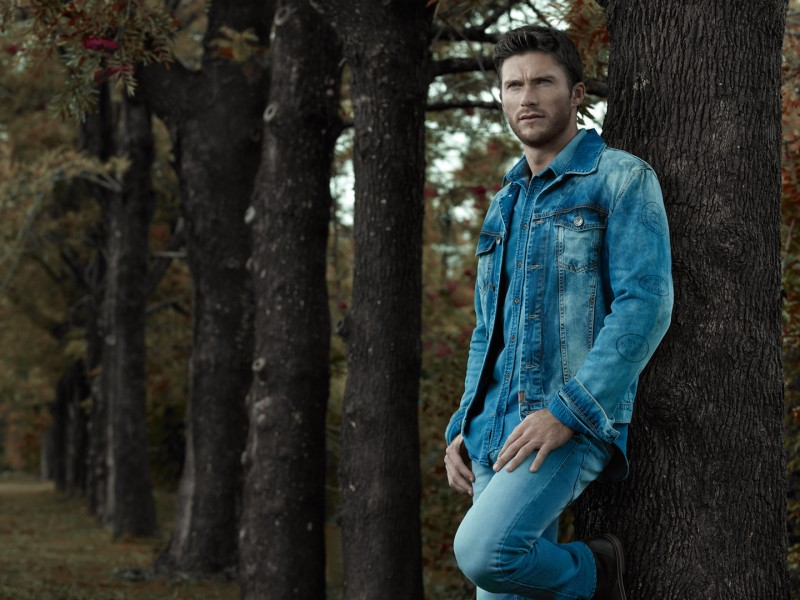 Scott Eastwood doubles down on denim for Colcci's fall-winter 2016 campaign.
