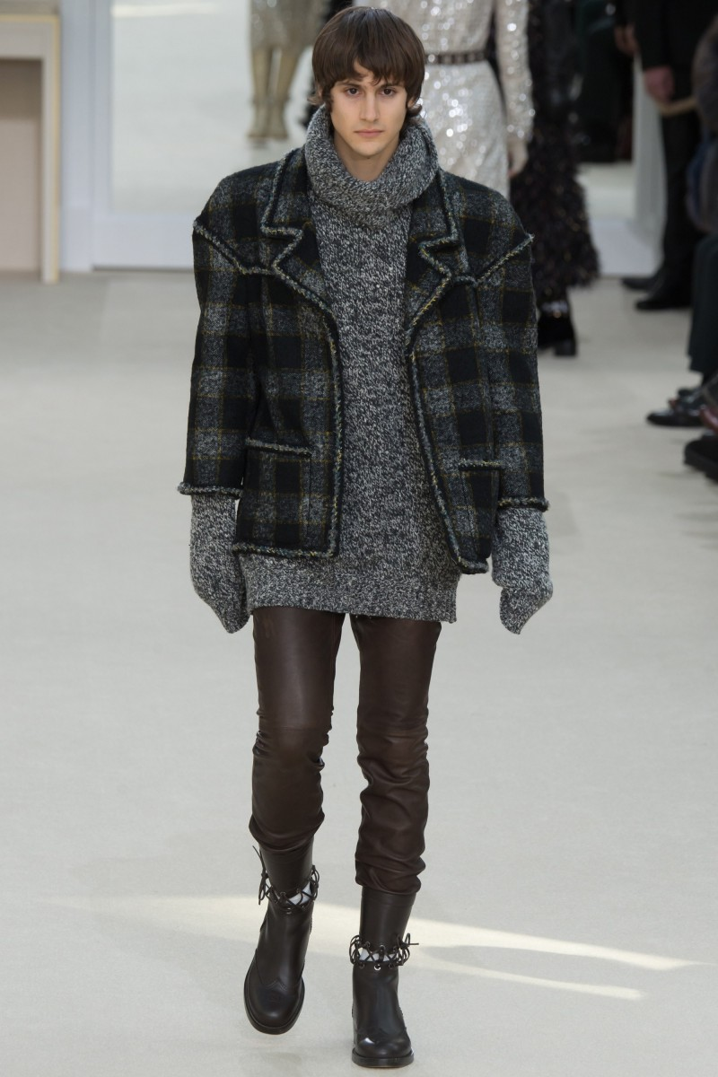 35d6f9809c5a Julian De Gainza signs on as a Chanel man, taking to the catwalk in tweed