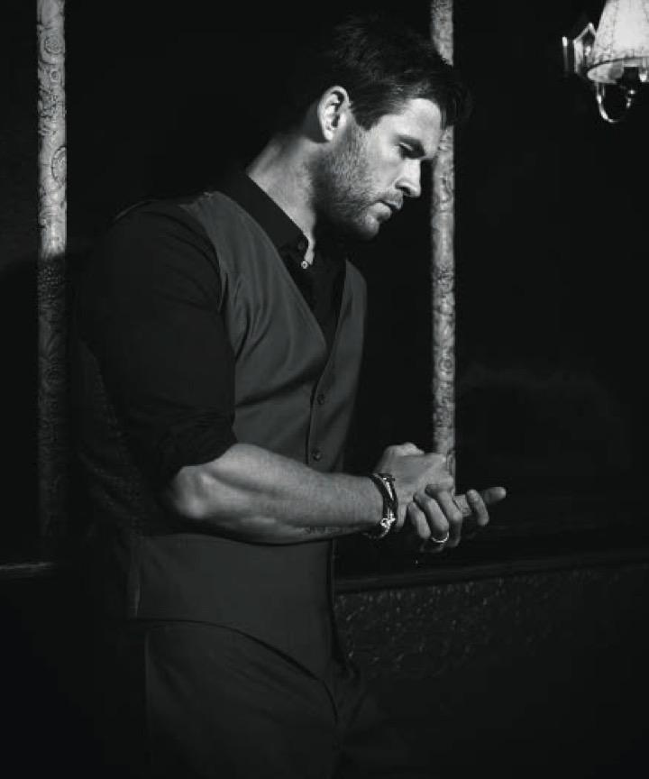 Chris-Hemsworth-2016-Photo-Shoot-Modern-
