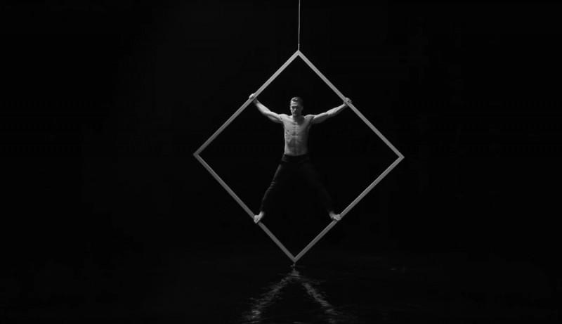 Captured in a still, Jason Morgan demonstrates strength for the latest outing from Giorgio Armani Acqua di Giò Profumo.
