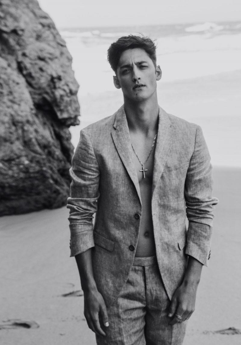 Carlos wears suit Zara.