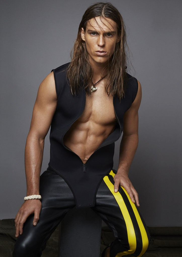 Travis Smith rocks a Dsquared2 wetsuit-inspired ensemble.