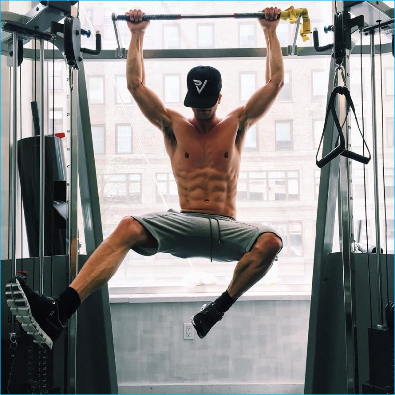 River Viiperi hits the gym for quite the workout.