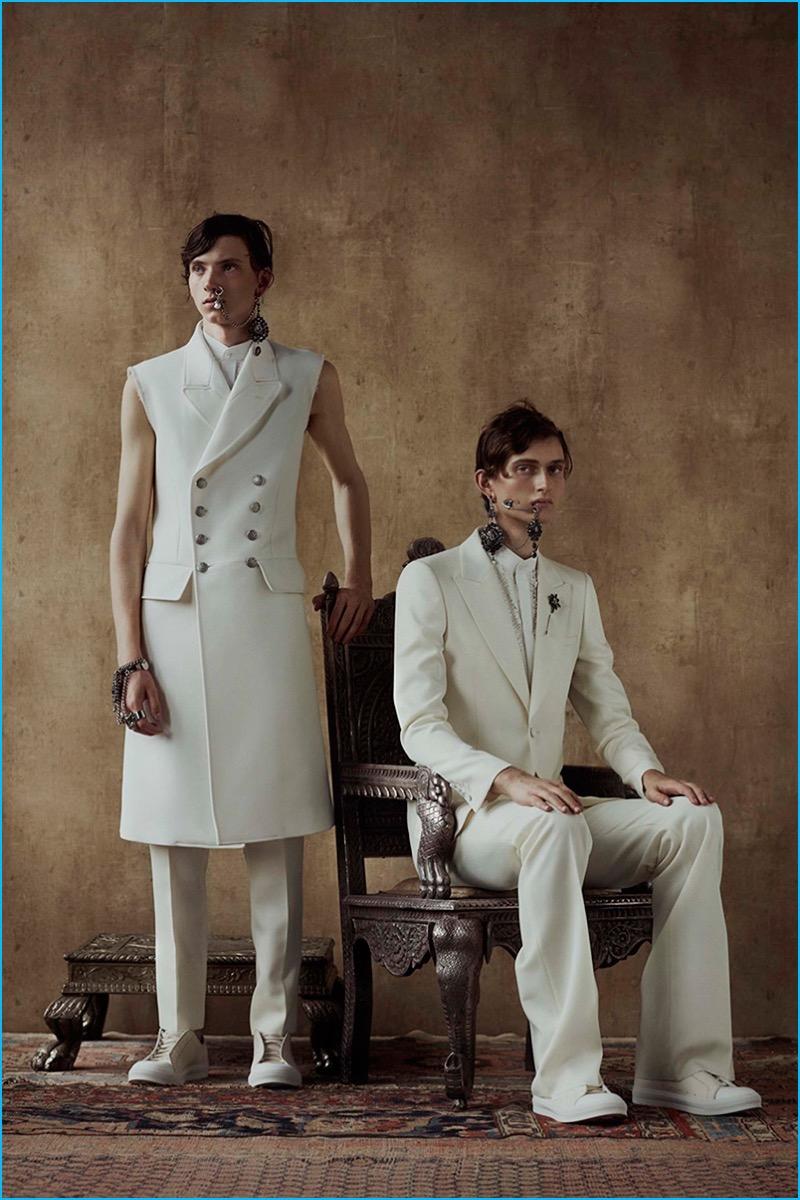 Alexander McQueen creates elegant tailored lines for spring-summer 2017.