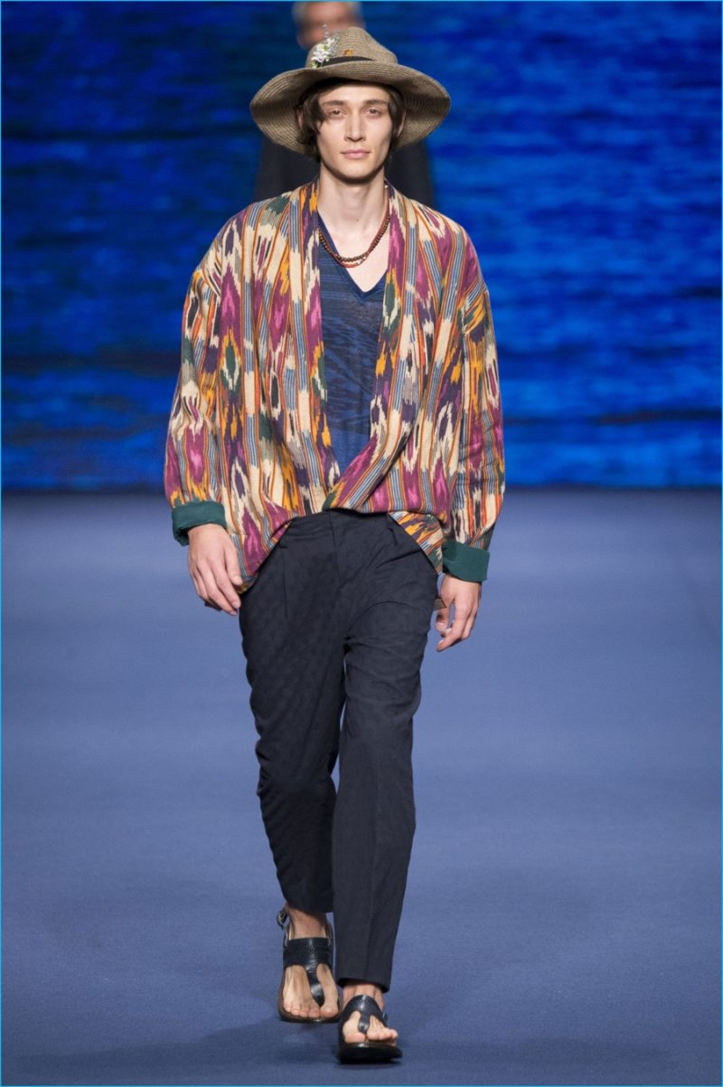 Etro embraces oversized proportions for spring-summer 2017.