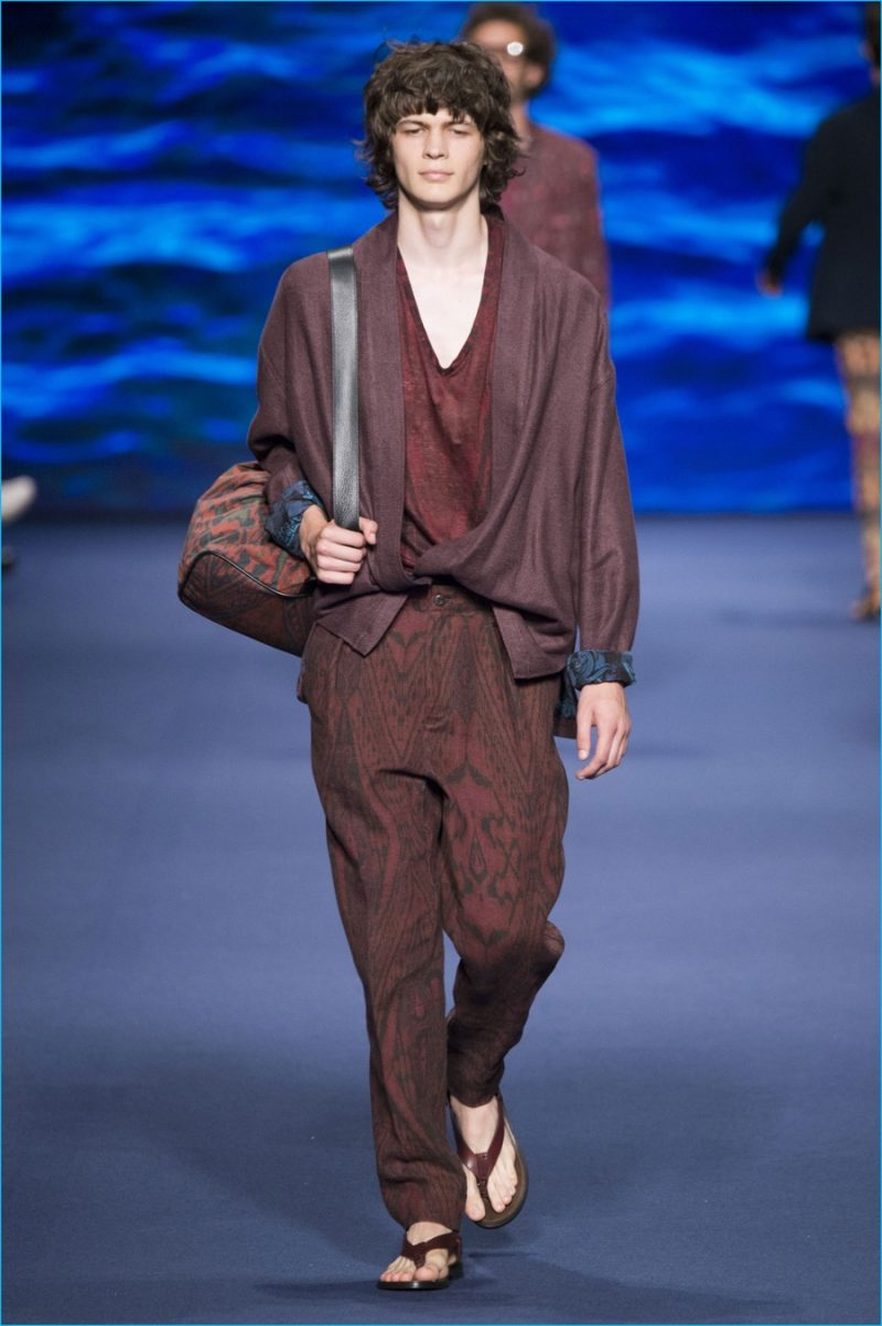 Relaxed proportions are applied to monochromatic dressing for Etro's spring-summer 2017 collection.