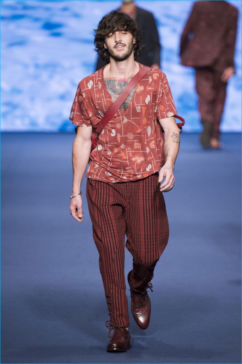 Etro makes a casual case for the v-neck, adding it to its monochromatic lineup for spring-summer 2017.