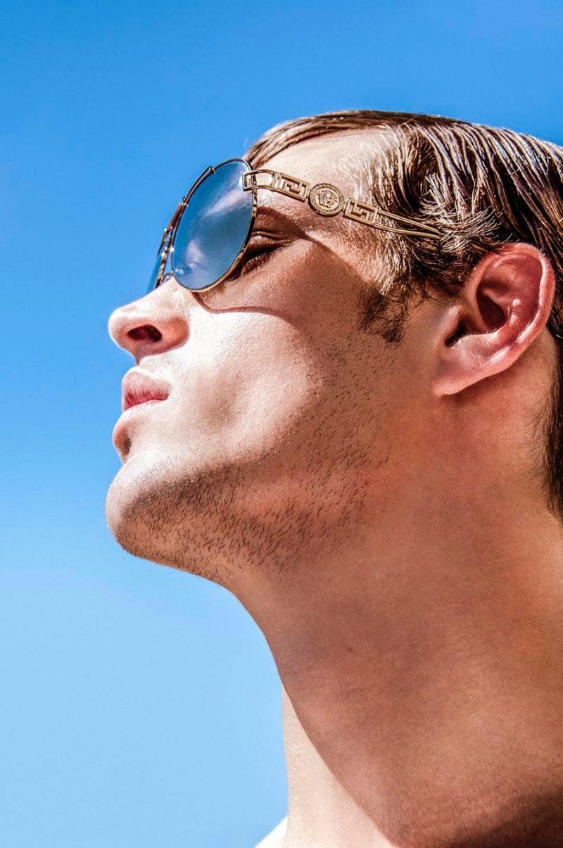Louren wears sunglasses Versace.