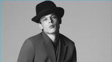 Giorgio Armani Unveils Chic Fall Preview