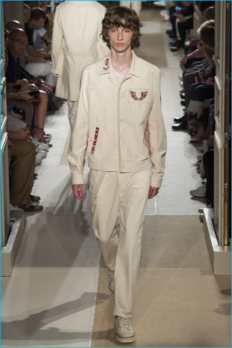 Valentino crafts its own neutral uniform for spring-summer 2017.