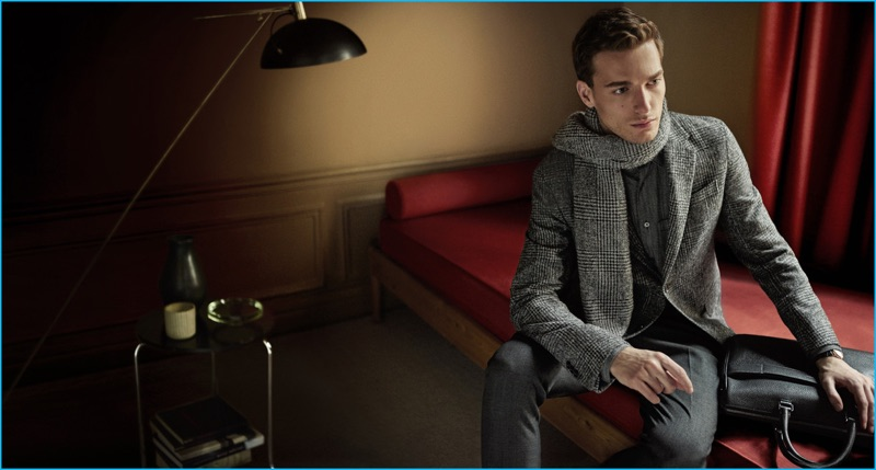 Nikola Jovanovic is front and center in a houndstooth tailoring number from Ermenegildo Zegna's fall-winter 2016 collection.