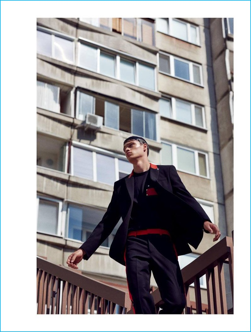 Filip Hrivnak heads outdoors in a resort 2017 look from French fashion house Givenchy.