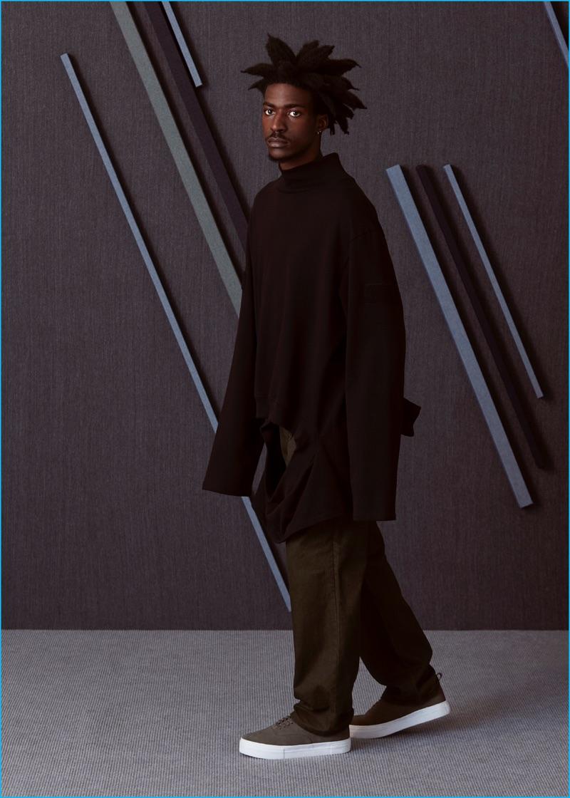Boyd wears sneakers EYTYS, oversized sweatshirt and jeans Gosha Rubchinskiy.