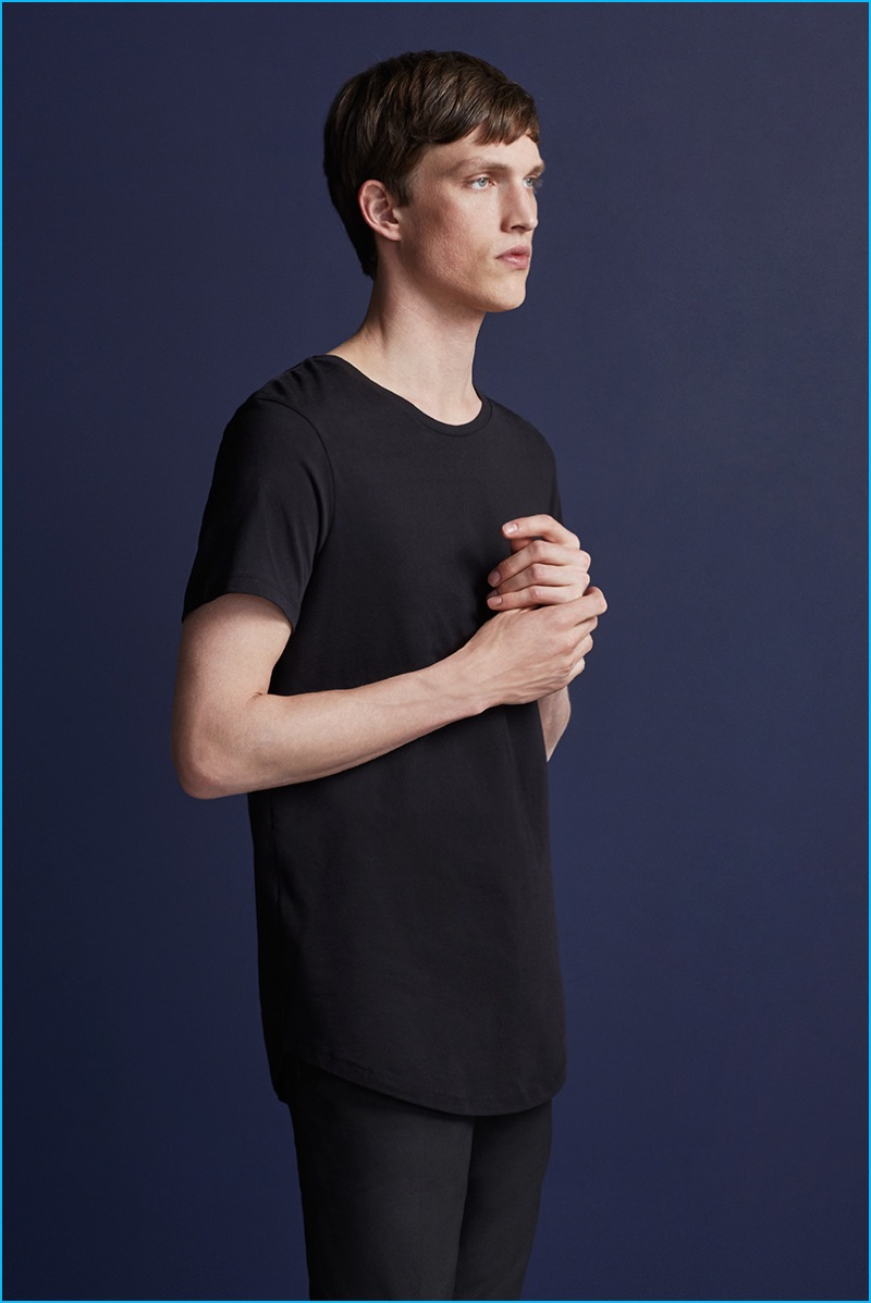 Malthe Lund Madsen sports a longline tee from Premium by Jack & Jones' fall-winter 2016 NOOS collection.