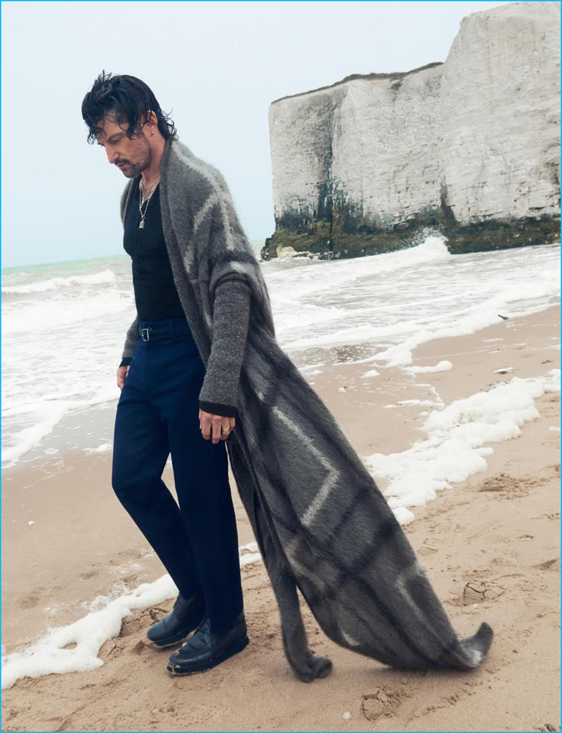 Tony Ward dons a chic long open cardigan sweater from Giorgio Armani's fall-winter 2016 collection.
