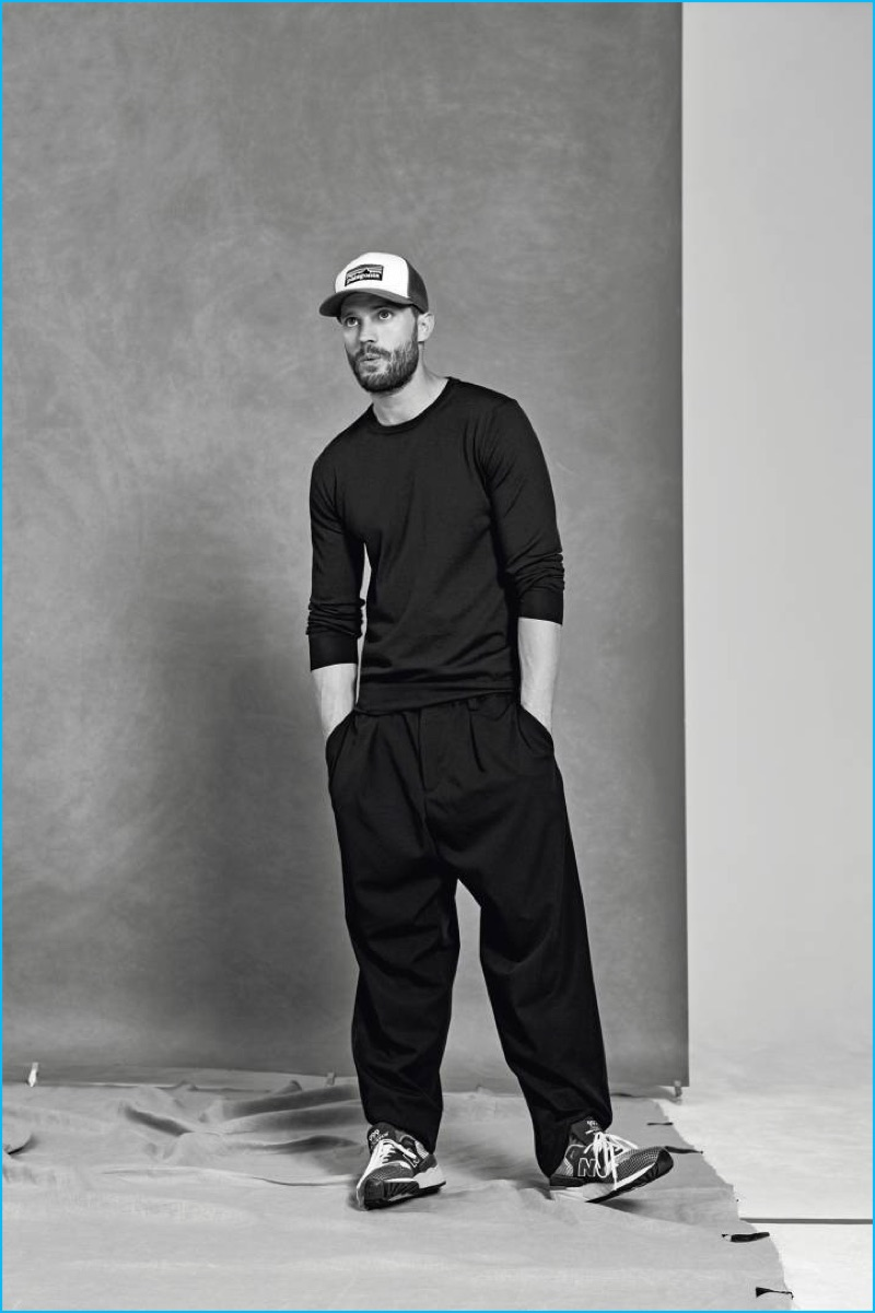 Going casual, Jamie Dornan wears a Fay tee, relaxed Marni trousers, and his own cap with New Balance sneakers for Icon El País.