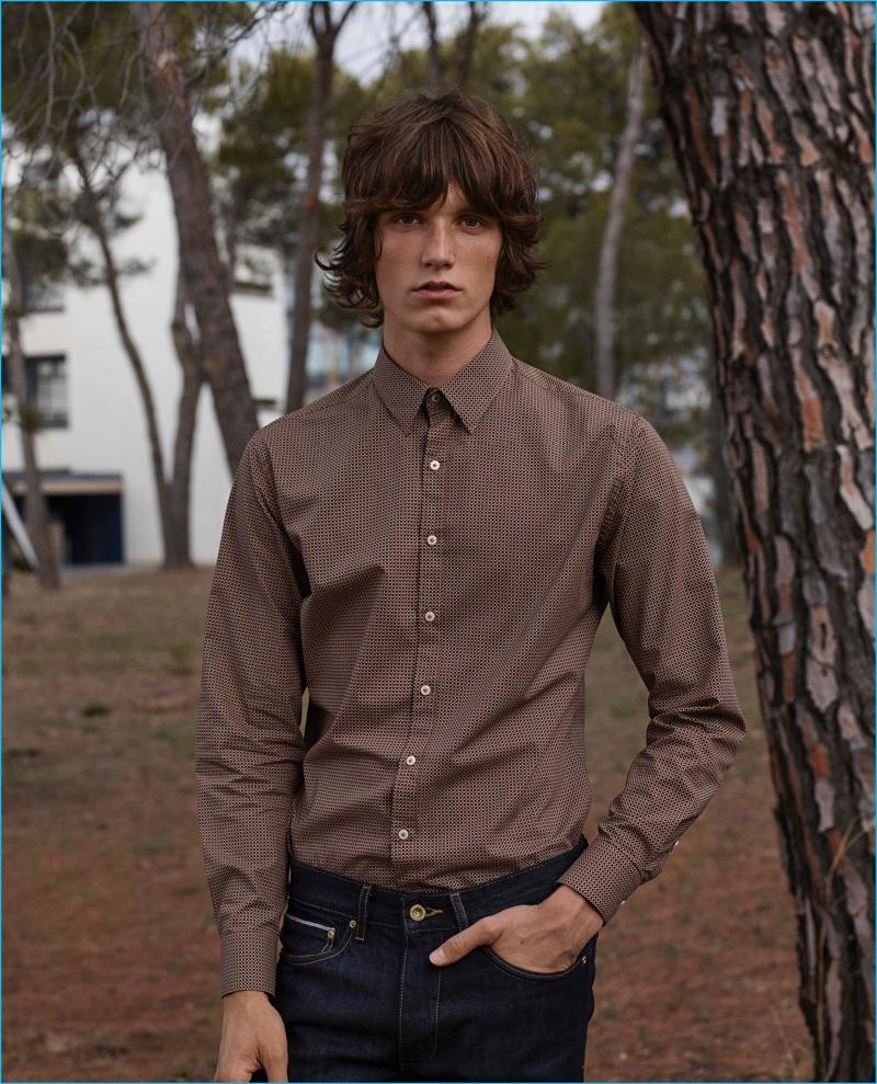 Joep Van de Sande dons a patterned button-down shirt and denim jeans from Mango Man.