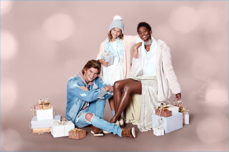 Forever 21 celebrates the holidays with a new advertising campaign.