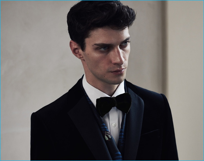 Reiss doubles down on velvet with a smart proposal, which includes its Maximus slim velvet blazer with a complementary double bow-tie and its Visage pleat front shirt.